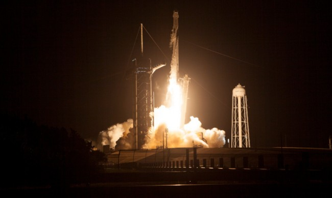 SpaceX изстреля ракета - носител с 52 микросателита