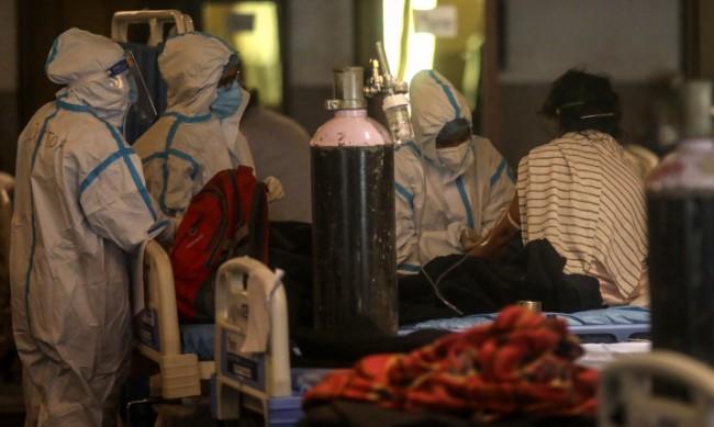 Над 4000 смъртни случаи за денонощие в Индия