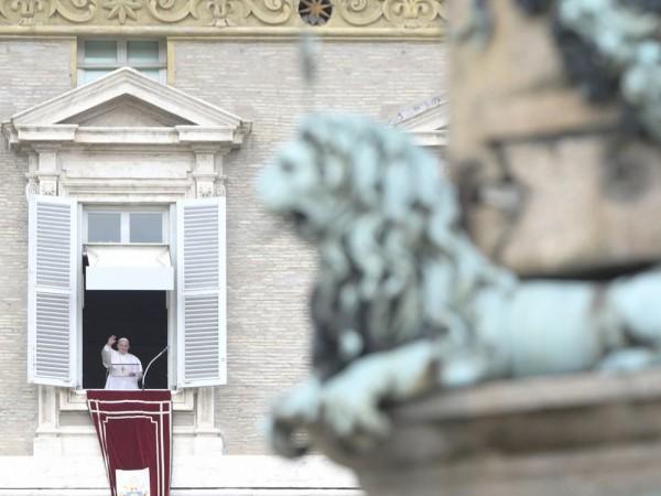 """Папата предупреди за опасност от """"спирала на смъртта"""" в Близкия"""
