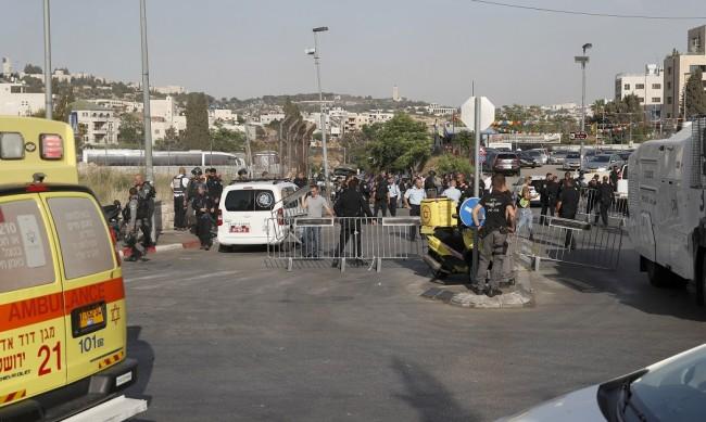 Автомобил се вряза в пешеходци в Йерусалим