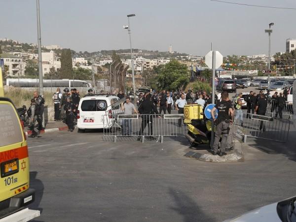 Най-малко седем души пострадаха, след като автомобил връхлетя в пешеходната