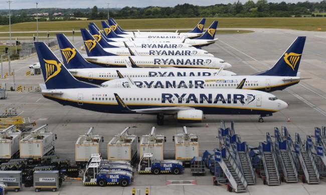 """Авиокомпанията """"Ryanair"""" отчете 815 млн. евро годишна загуба"""