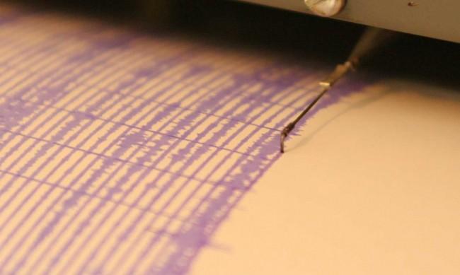 Земетресение в Иран, поне трима пострадали