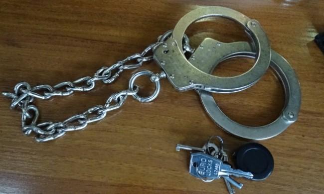 Арестуваха чирпанлия за измама с фалшиви златни монети