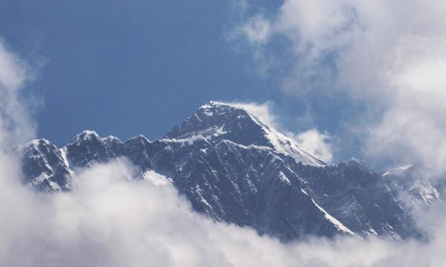 Китай забрани изкачване на Еверест от своя страна