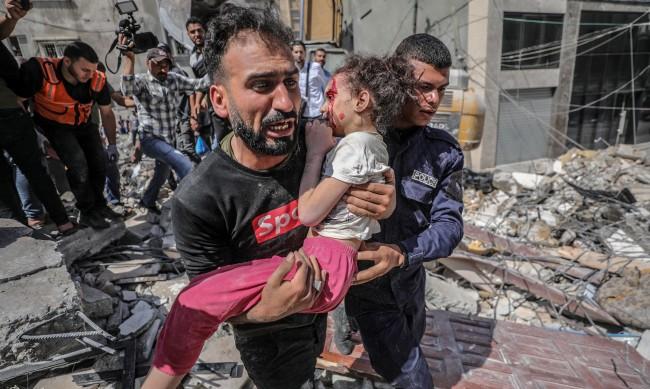 Извадиха 6-годишно момиченце живо след 7 часа под отломките в Газа