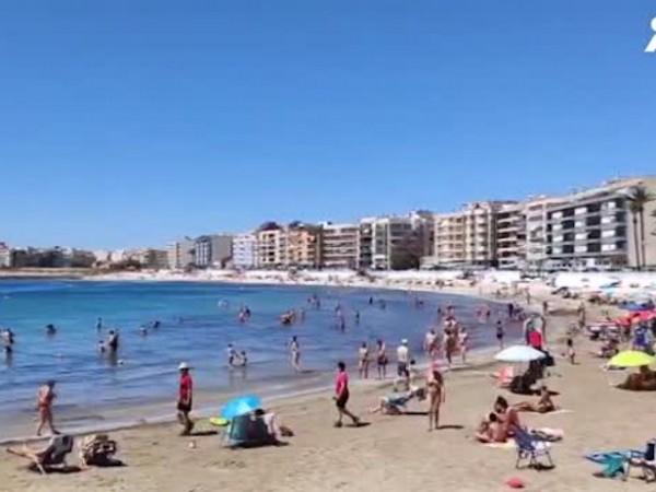 В Испания и Португалия плажовете се изпълниха с хора след