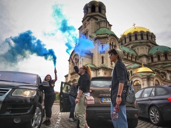 Снимка: Димитър Кьосемарлиев, Dnes.bgВъпреки пандемията завършващите абитуриенти си организираха изпращания,