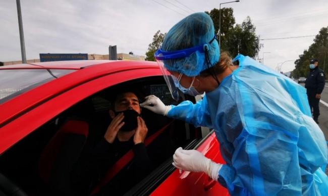 Правят бърз тест за COVID-19 на всички влизащи в Гърция