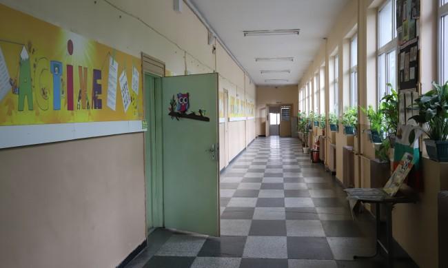 Удължават учебната година за малко над 300 училища