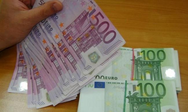 Задържаха българка в Гърция за телефонни измами