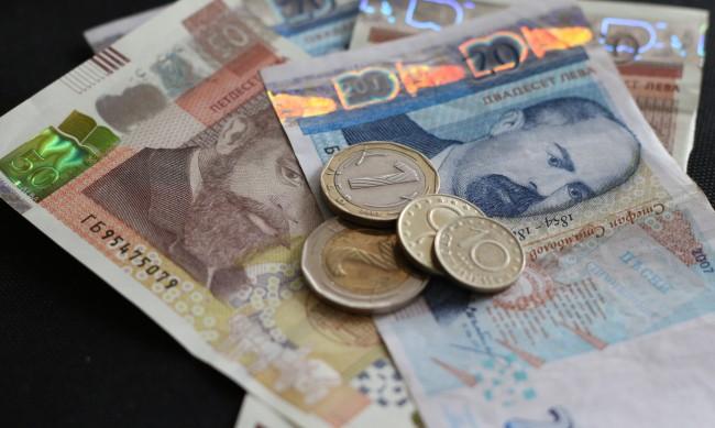 Разходите растат по-бързо от доходите ни през 2021 г.