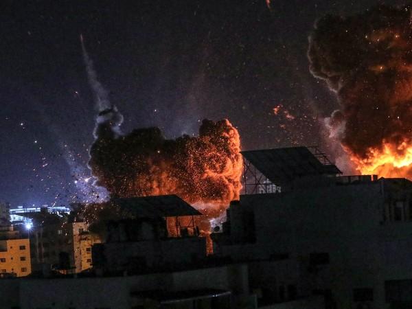 Във време на ожесточен военен конфликт Ивицата Газа и селищата