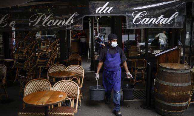 Облекчават мерките във Франция, вечерният час не от 19 ч., а от 21 ч.