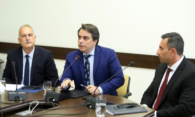 Василев: Държавата не си събира парите и дава милиарди на няколко фирми