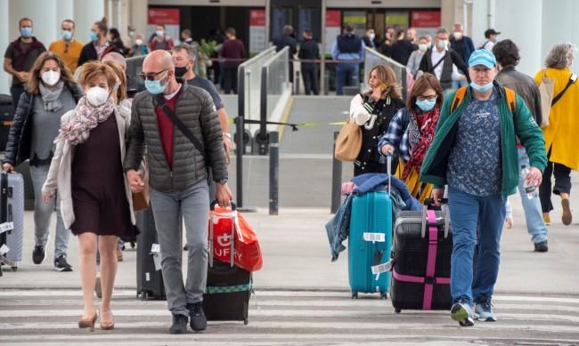 Светът се връща към нормалното: Готови ли са летищата за наплива от пътуващи?