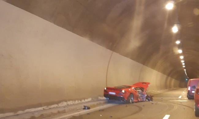 """""""Ферари"""" се разби на магистрала """"Струма"""""""