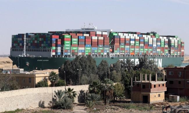 """""""Евър Гивън"""", който блокира Суецкия канал, остава в Египет"""