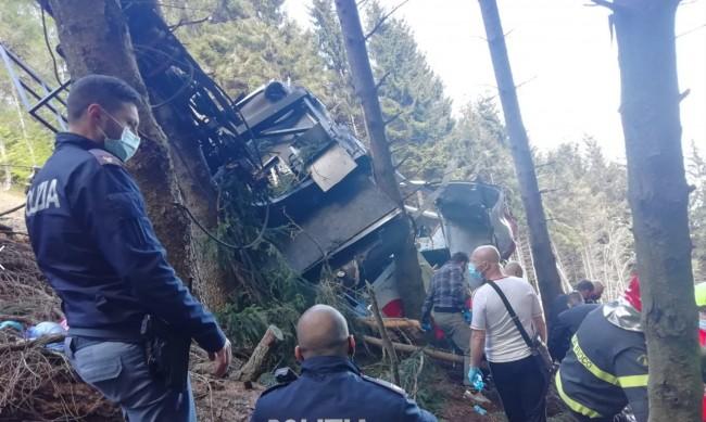 Само едно дете оцеля след падането на кабинка от лифт в Италия