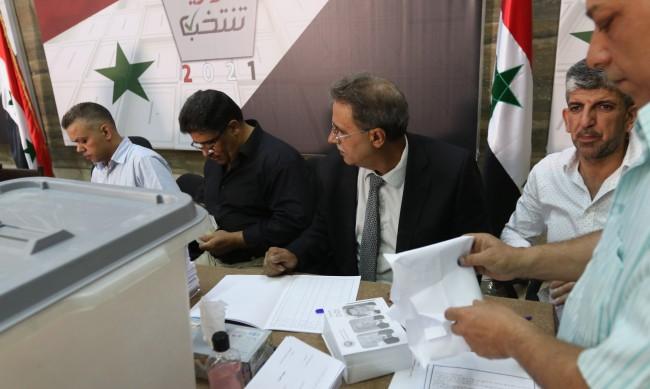 Сирия избира президент: Асад върви към затвърждаване на властта