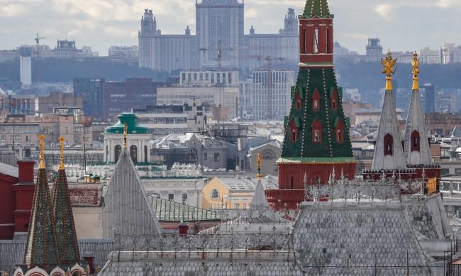 Русия гони служител на българското посолство
