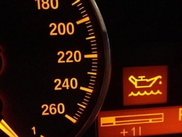 Приборният панел в автомобила е предназначен за това, че да