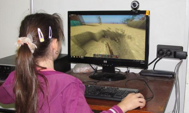 Видеоигри или интернет в учебните дни - резултатът лоши оценки