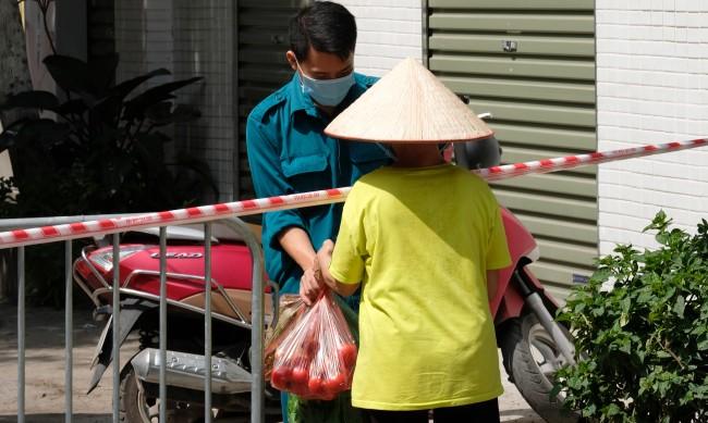 """Мерки в """"отличника"""" Виетнам след ръст на COVID-19"""