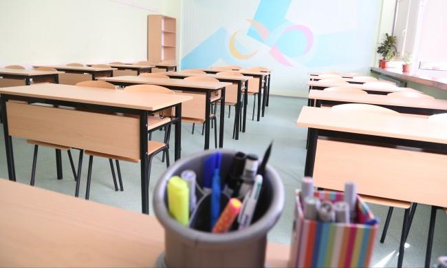 Проблем - записват първокласници само в едно училище