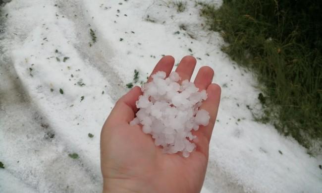 Пороен дъжд и градушка удариха Пазарджик