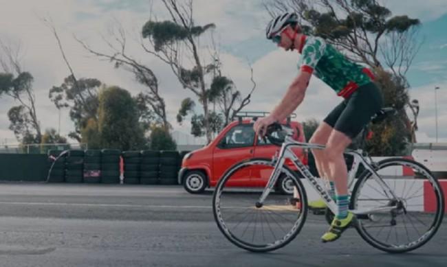 Велосипед срещу кола: Кой ще победи?