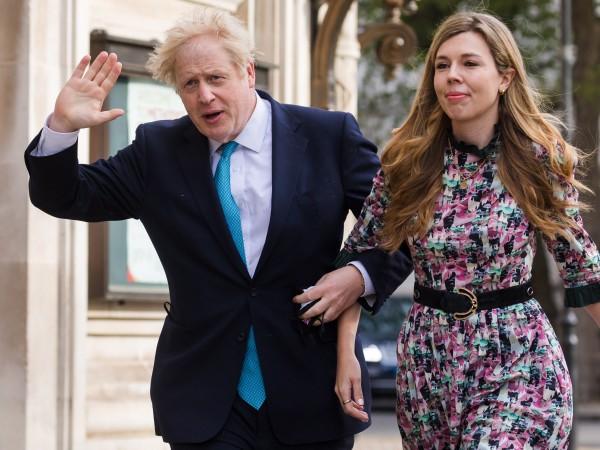 Католици във Великобритания повдигнаха въпроса защо на премиера Борис Джонсън