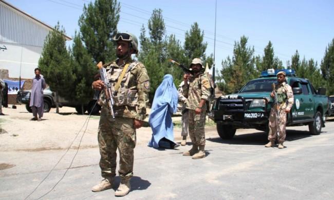 Прехвърлят хиляди афганистанци във Великобритания