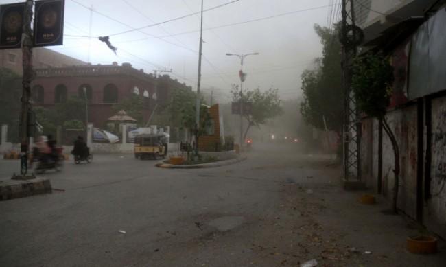 Гръмотевична буря и порои взеха жертви в Пакистан