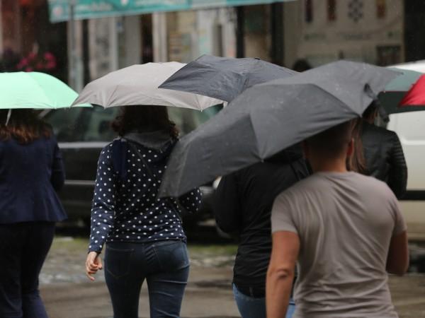 Днес на много места в страната ще има краткотрайни валежи