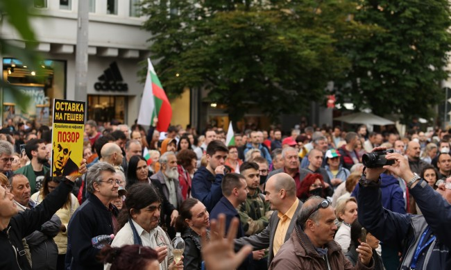 Протест с искане за оставката на Гешев пред Съдебната палата