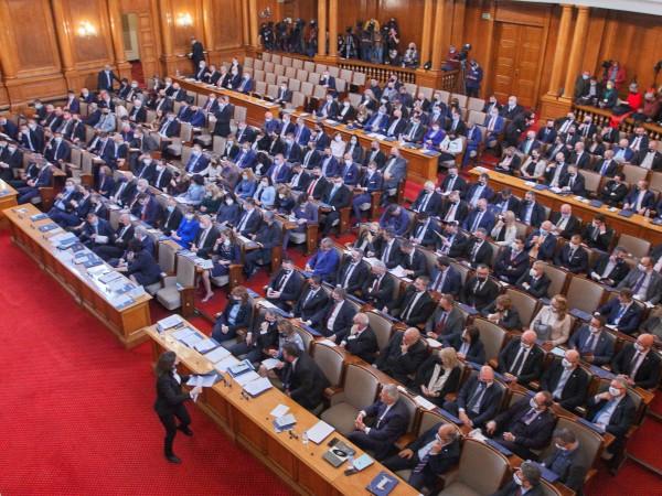 Над 50% от българите одобряват формата на служебния кабинет, приемат