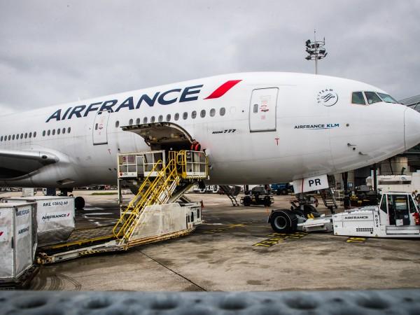 Френските власти изолираха самолет на Air France от столицата на