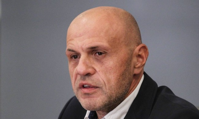 ГЕРБ пита: Шефът на НАП имал ли е фирма за източване на ДДС?