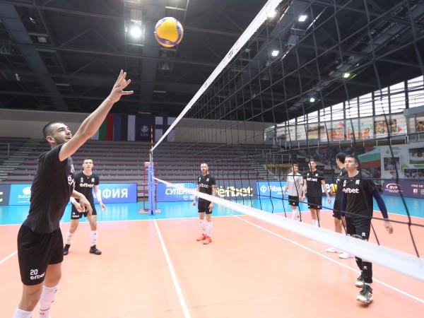 Мъжкият национален отбор на България записа пета загуба във Волейболната