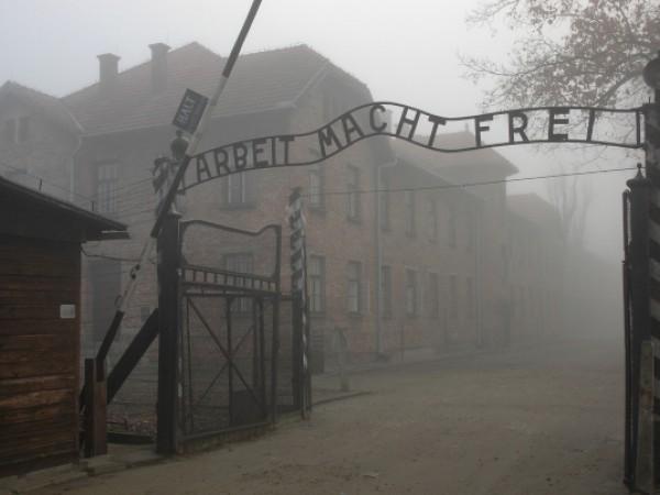 Последният освободител на нацисткия концлагер Аушвиц - легендарният съветски фехтовач