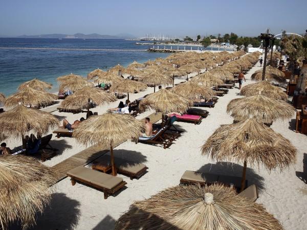 Гръцките острови трескаво се подготвят да посрещнат първите туристи през