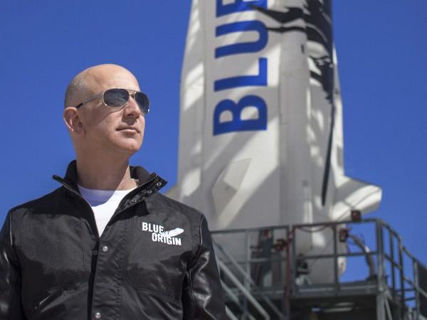 Джеф Безос ще пътува в космоса на борда на една