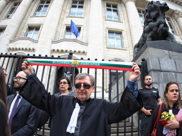 Снимка: Димитър Кьосемарлиев, Dnes.bgАдвокати излязоха на мълчалив протест срещу готвените