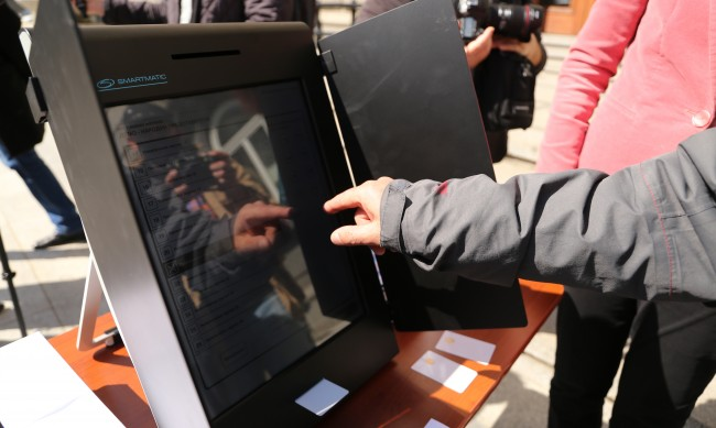 """ЦИК прекрати поръчката със """"Сиела"""" за доставка на машини"""
