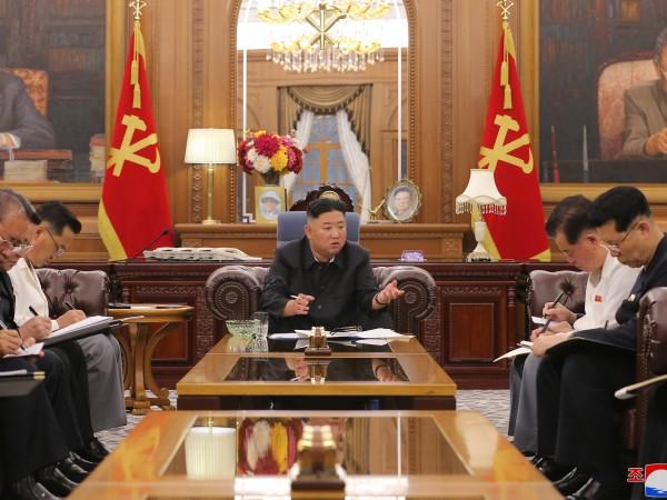 Севернокорейският лидер Ким Чен Ун е представил икономически планове пред