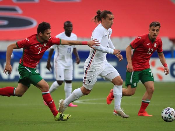 Футболните национали на България загубиха с 0:3 от световния шампион