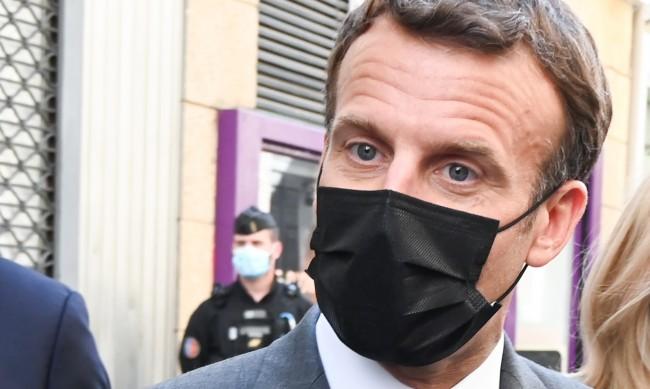 Французите определиха шамара за Макрон като унижение на страната