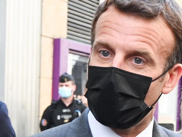 Повечето французи в социалните медии определиха нападението срещу Еманюел Макрон