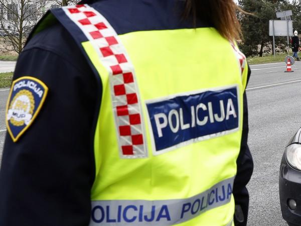 Дете на 5 години почина в заключен автомобил в хърватския